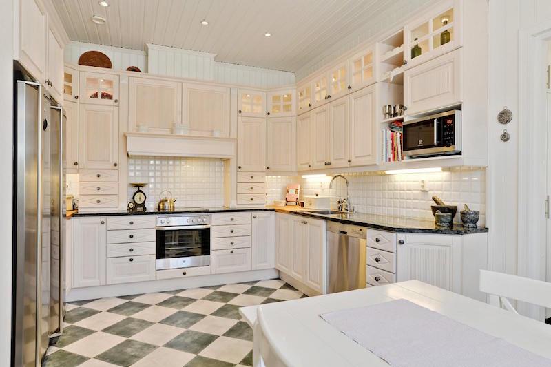 valkoinen-unelma-merenrannalla-keittio