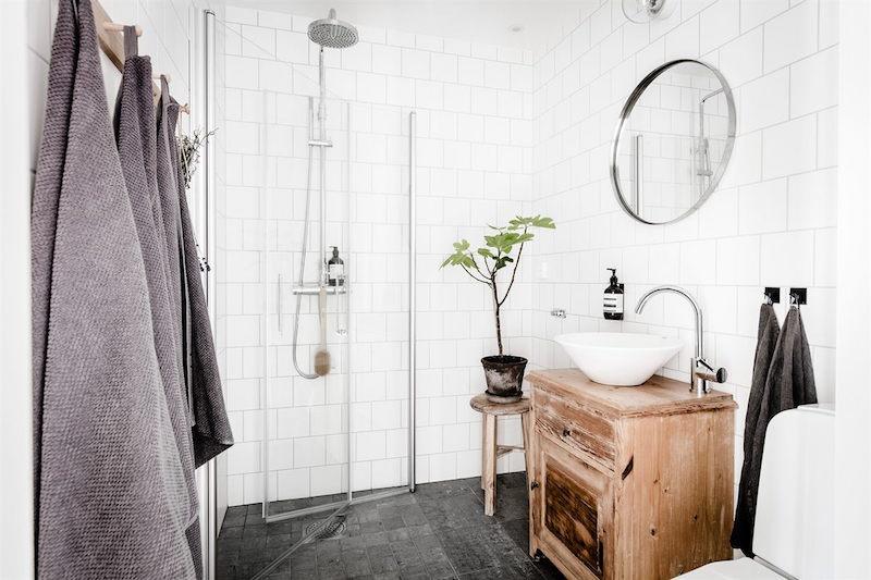 kodikkaasti-rustiikkinen-sisustus-kylpyhuone