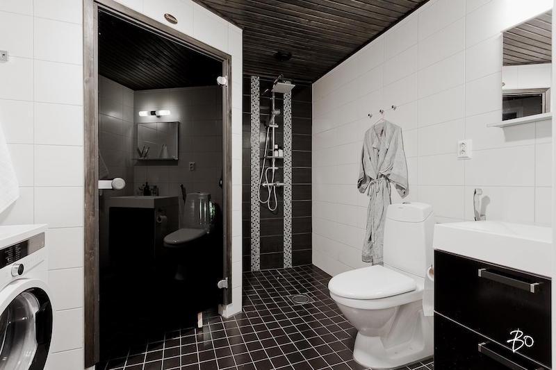 moderni-koti-mustavalkoinen-kylpyhuone