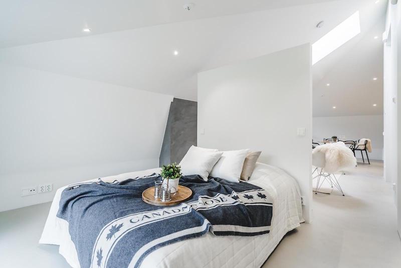 ullakkohuoneisto-design-makuuhuone-tila