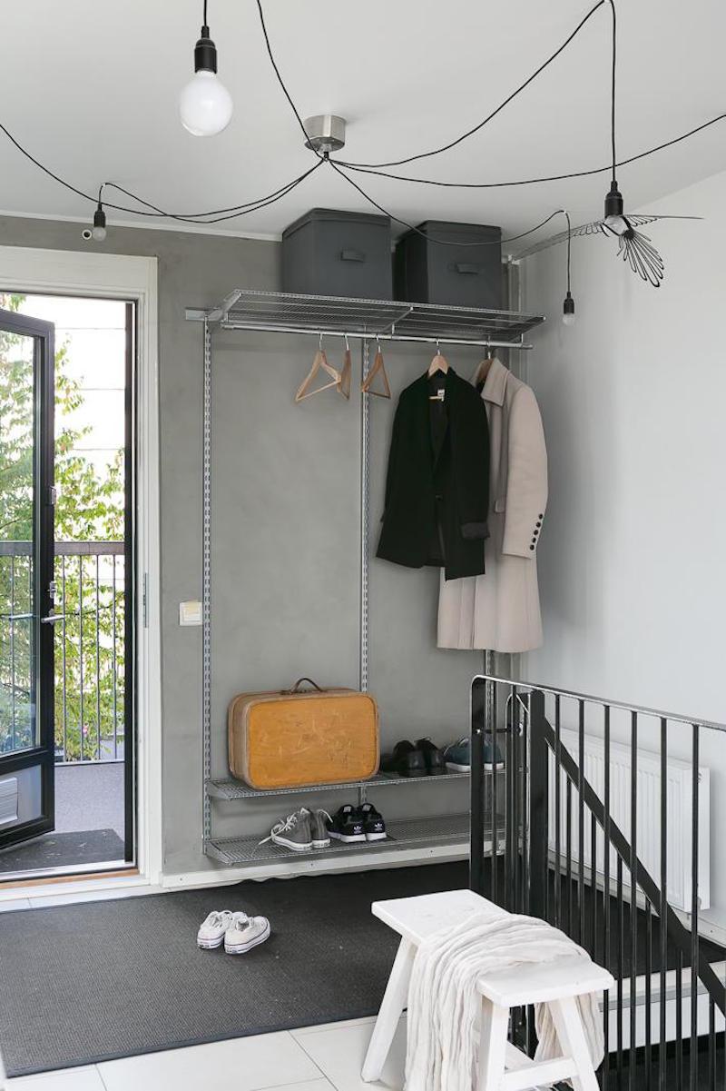 loft-huoneisto-mustavalkoinen-eteinen