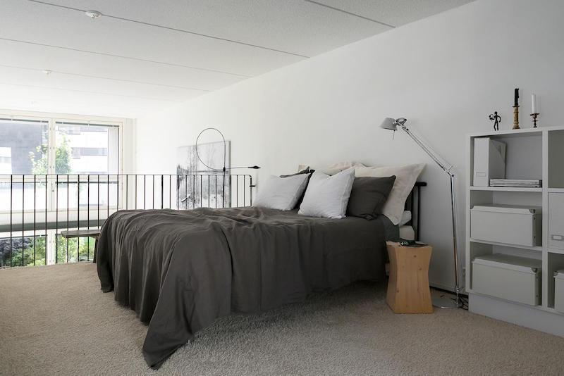 loft-huoneisto-mustavalkoinen-parvi-makuuhuone