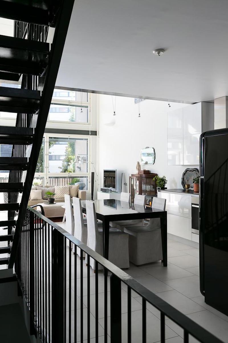 loft-huoneisto-mustavalkoinen-ruokailutila