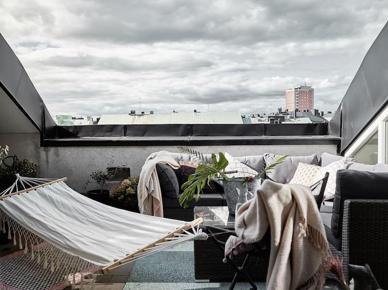 ylellinen-kattohuoneisto-parveke