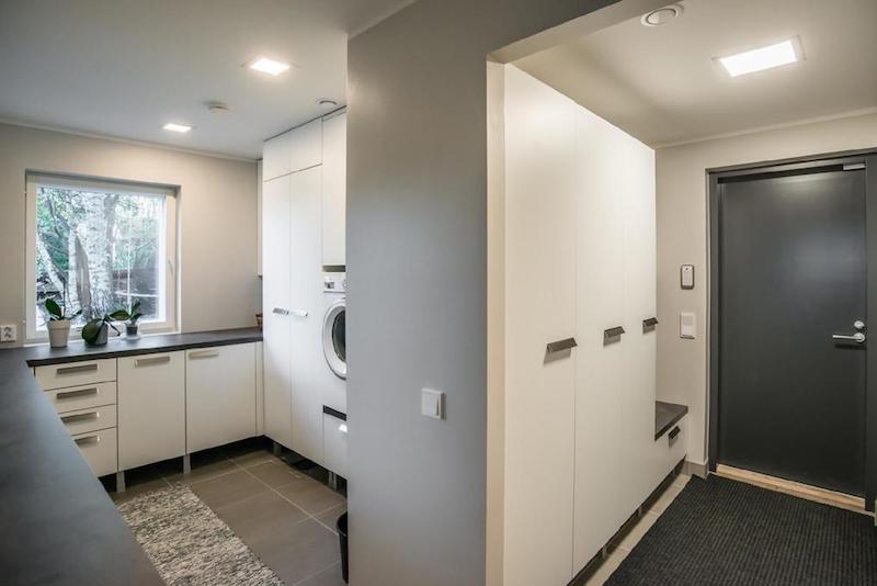 kivitalo-valkoinen-kodinhoitohuone