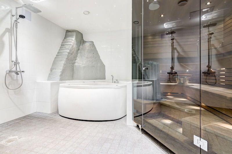 ullakkoasunto-tyyli-kylpyhuone-sauna