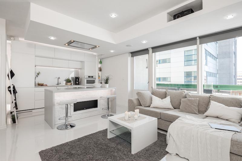 valkoinen-upea-yksio-katto