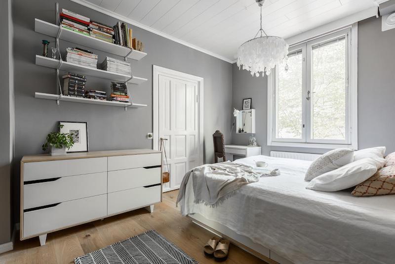 sisustus-vanhaa-ja-uutta-makuuhuone-hyllyt